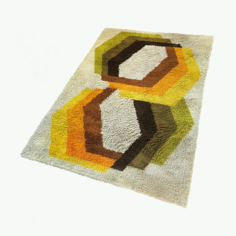Article:  Original huge high pile rug with abstract pop art 1970s pattern.   Decade:  1970s   Origin:  Netherlands   Producer:  Desso    This rug is a great example of 1970s Pop-Art interior. Made in high quality weaving