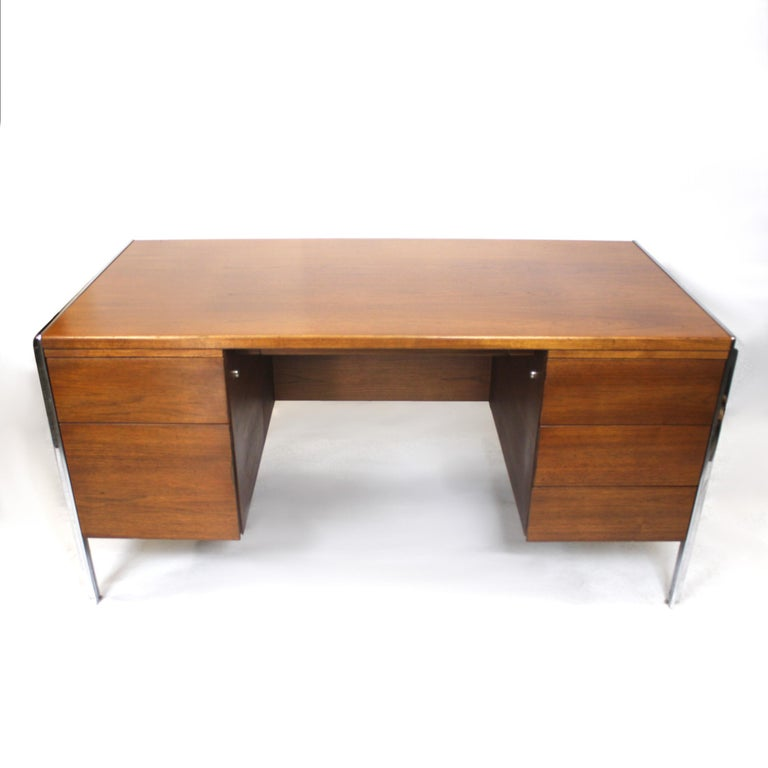 Extraordinary 1970s Mid-Century Modern Walnut and Aluminium Desk by Stow Davis In Excellent Condition In Lafayette, IN