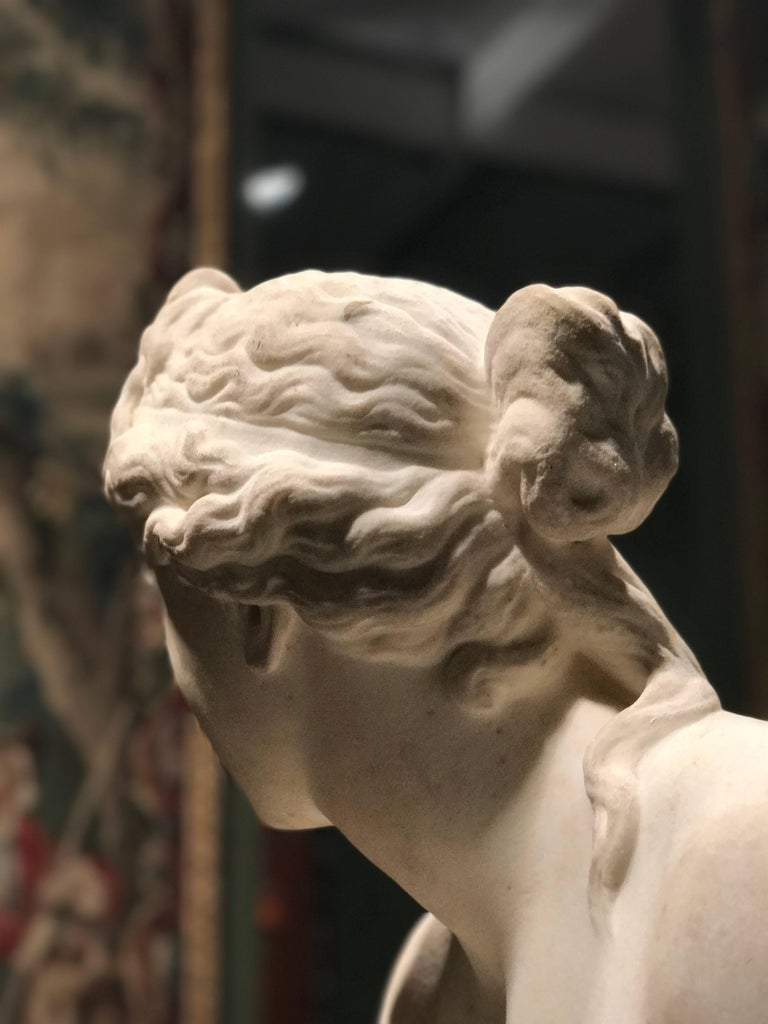 Extraordinary Italian 19th Century Marble Statue of Aphrodite In Good Condition For Sale In Rome, IT