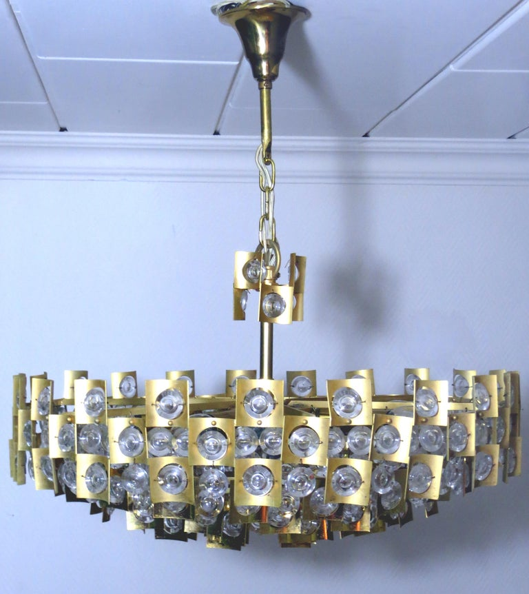 Large & Extraordinary Midcentury Brutalist Gilt Brass & Crystal Chandelier 1960s In Good Condition For Sale In Hamburg, DE
