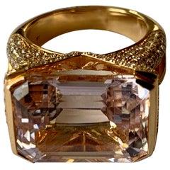 Extravagant 18 Karat Pink Gold Ring with Kunzite and Diamonds