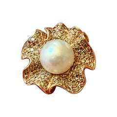 Extravagant 18k Gold Ring Diamond Pavé and South Sea Pearl Flower Cocktail Ring