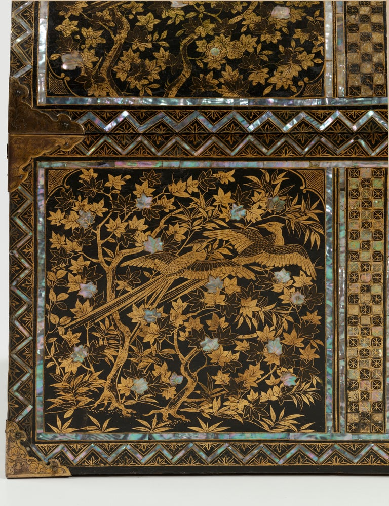 Inlay Large Japanese Namban Lacquer Coffer Arqueta, 16th Century For Sale