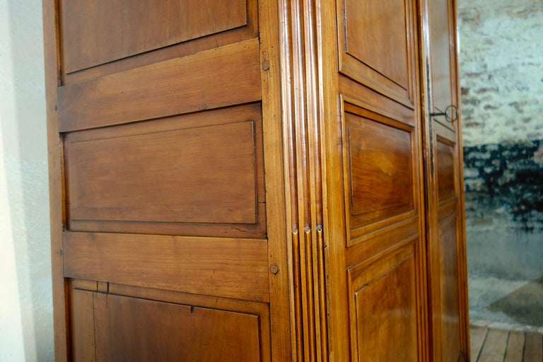 Extremely Large French 18th Century Louis XVI Walnut Armoire Wardrobe Cupboard In Good Condition For Sale In Basingstoke, Hampshire