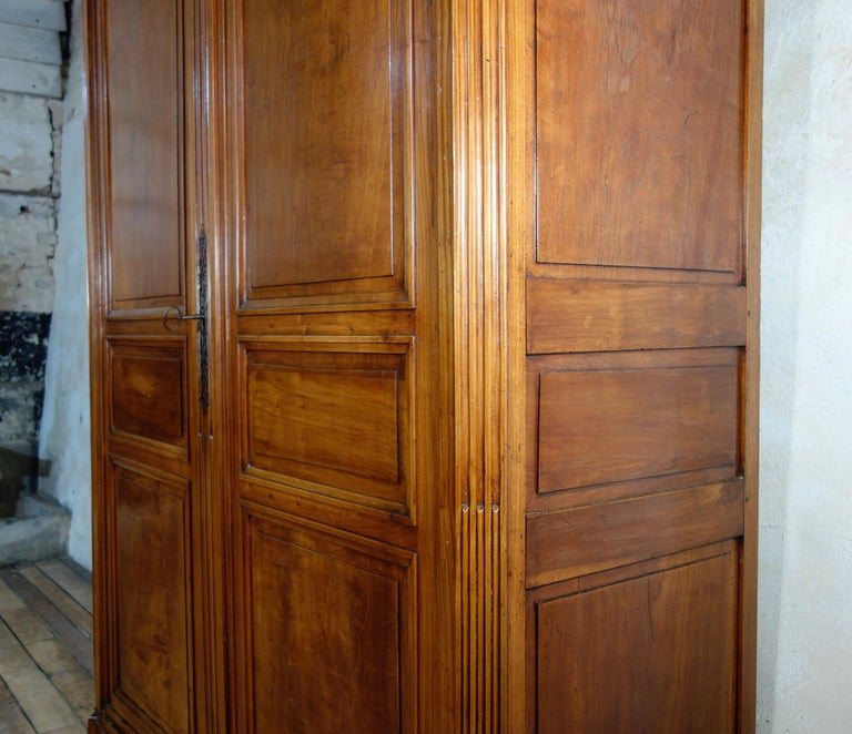 Extremely Large French 18th Century Louis XVI Walnut Armoire Wardrobe Cupboard For Sale 3