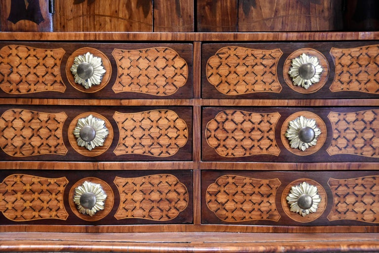 Extremely Rare French Fine Quality Mid-18th Century Louis XV Secretaire Cabinet For Sale 4