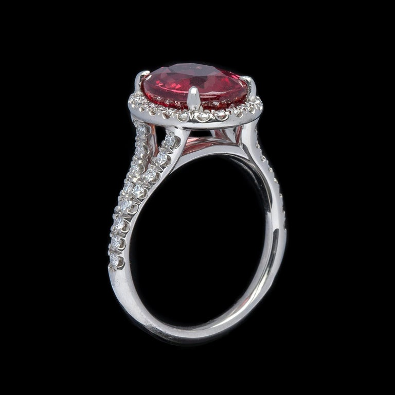 Women's Extremely Rare No Heat GIA 5.10 Carat Red-Orange Sapphire Diamond Ring For Sale