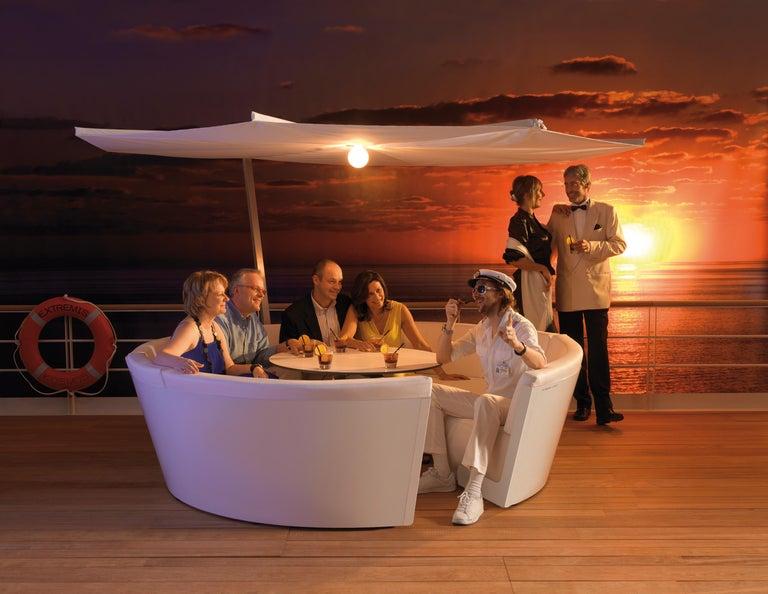 Powder-Coated Extremis Kosmos Eight-Seat Designer Sofa with Kosmos Parasol Round For Sale