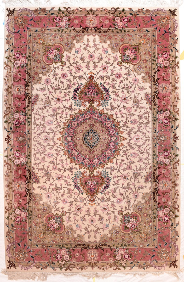 Extremly Fine Vintage Persian Tabriz Rug, Hand Knotted, circa 1970s In Excellent Condition For Sale In Chevy Chase, MD