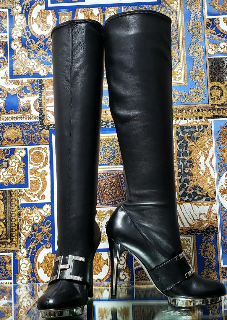 F/2007 L# 10 VERSACE VINTAGE BLACK STRETCH LEATHER PLATFORM Boots 38.5 - 8.5 In New Condition For Sale In Montgomery, TX