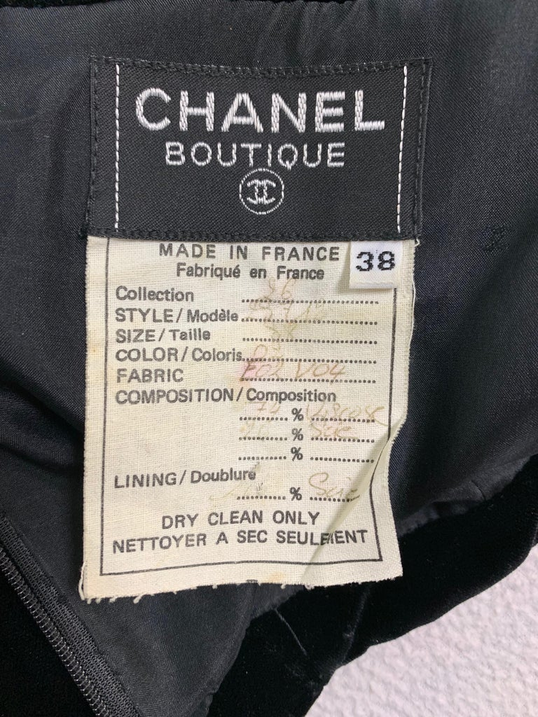 F/W 1991 Chanel Runway Off Shoulder Velvet & Lace Gown Dress In Good Condition For Sale In Yukon, OK