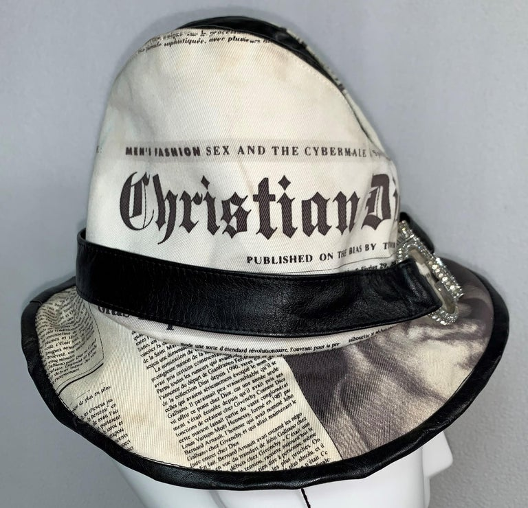 F/W 2000 Christian Dior John Galliano Newsprint Logo by Stephen Jones Top Hat In Fair Condition For Sale In Yukon, OK