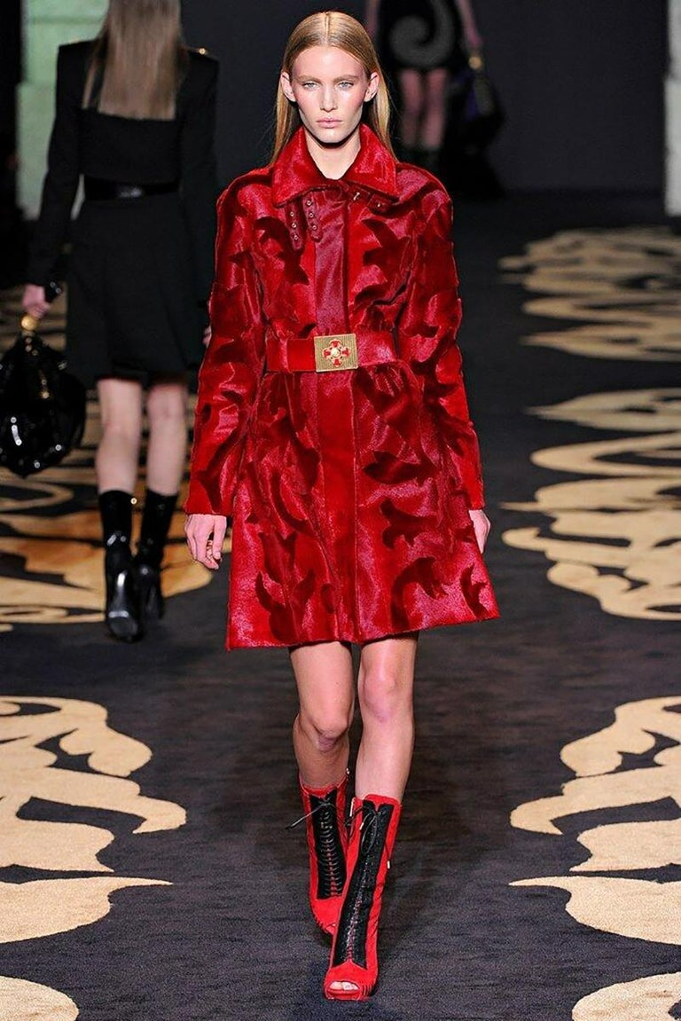 F/W 2011 Look #15 Versace Runway Red Calfskin Belt with Cross Buckle In Excellent Condition In Montgomery, TX