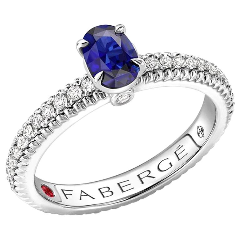 18K White Gold Sapphire Fluted Ring with Diamond Shoulders For Sale