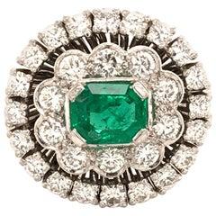 Fabilous Emerald and Diamond Ring in 18 Karat White Gold