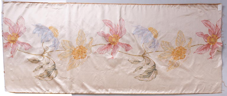 T/258 - Elegant unusual fabric panel with a single large vertical flower : an idea for a scenographic window.
