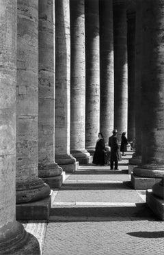 All'ombra del Bernini, 1962 - Contemporary Black & White Photography