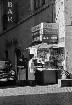 Le Ultimissime della notte, Roma 1955 - Contemporary Black & White Photography
