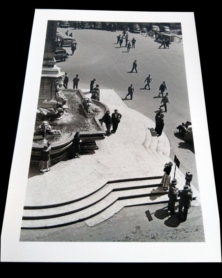 Mezzogiono al Pantheon, 1958  - Roma - Contemporary  Black & White Photography - Gray Black and White Photograph by Fabrizio La Torre