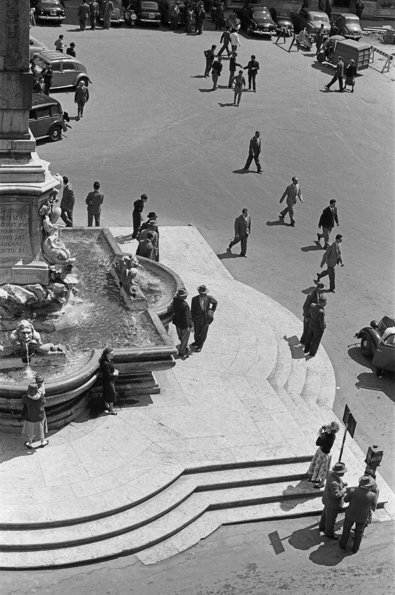 Fabrizio La Torre Black and White Photograph - Mezzogiono al Pantheon, 1958  - Roma - Contemporary  Black & White Photography