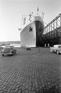 Parcheggio condiviso, New York, 1955 - Contemporary Black & White Photography