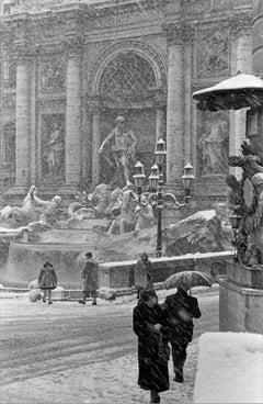 Poesia Invernale, Fontana di Trevi 1956 - Contemporary Black & White Photography