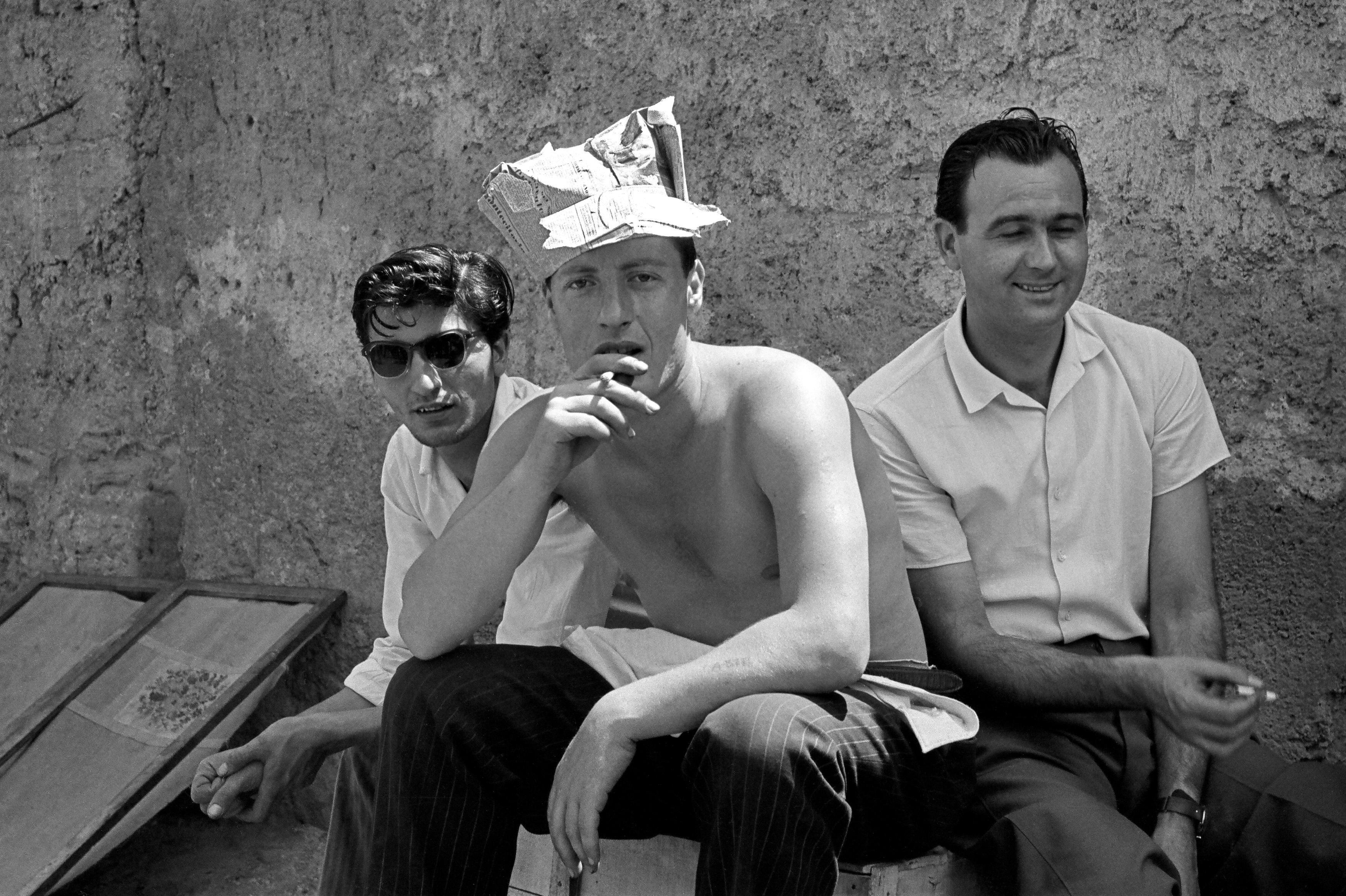 Poveri ma belli, 1955 - Contemporary Photorealist Black & White Photography