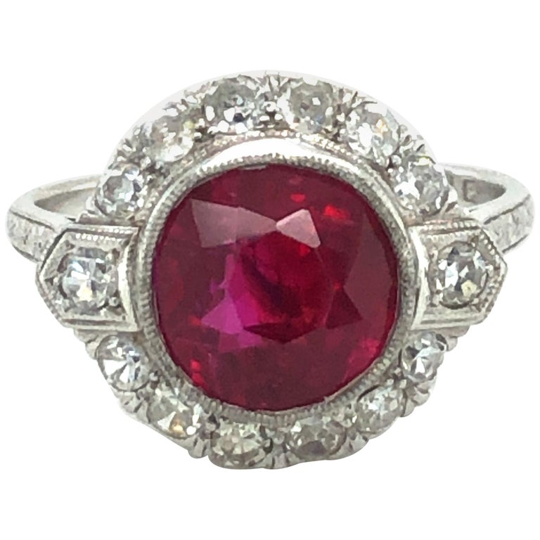 Fabulous Art Deco Ring with Burmese Ruby and Diamonds in Platinum 950