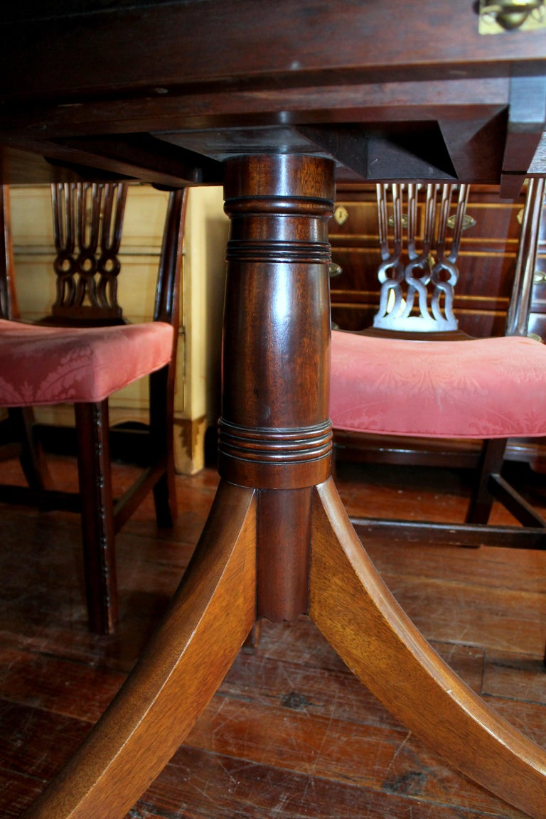 Fabulous Old English Early 20th C. Figured Mahogany Dining Table w/ Walnut Inlay For Sale 4