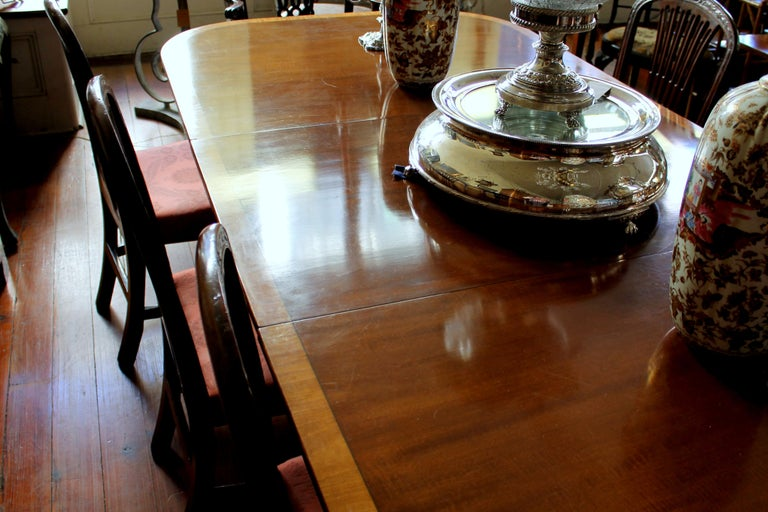 Fabulous Old English Early 20th C. Figured Mahogany Dining Table w/ Walnut Inlay For Sale 6