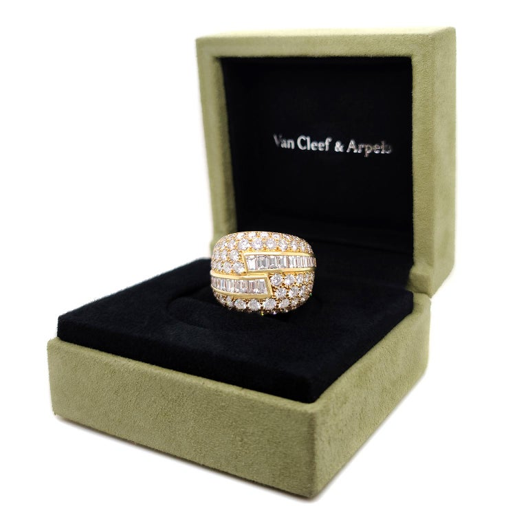 Fabulous VCA Diamond Set 1970s Ring In Excellent Condition For Sale In Litchfield, CT
