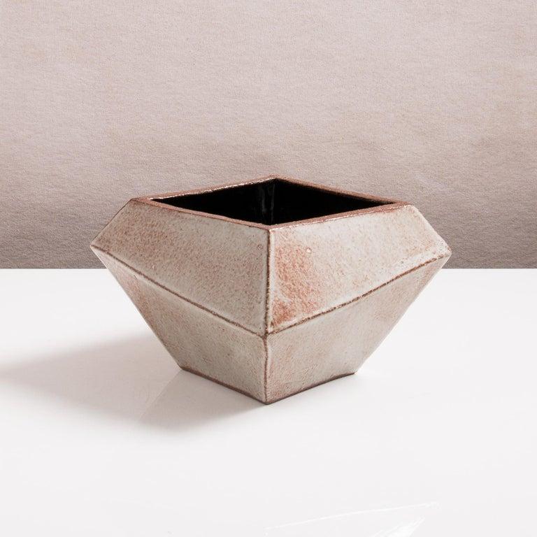 Facettiertes glänzendes graues, rostfarbenes und schwarzes modernes geometrisches Keramikgefäß 2