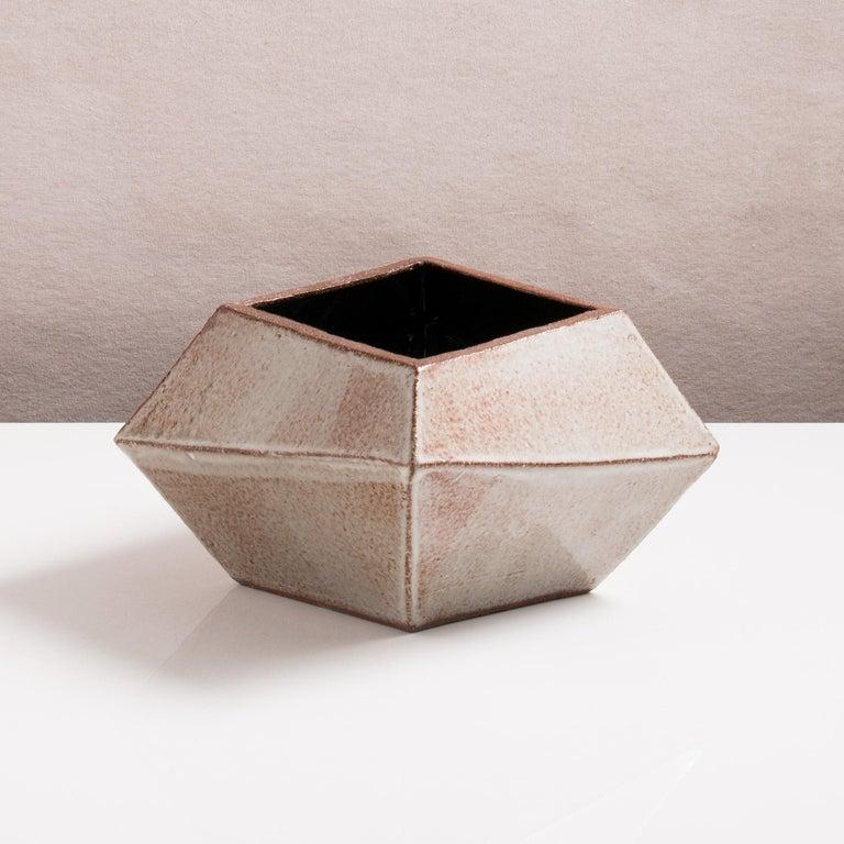 Facettiertes glänzendes graues, rostfarbenes und schwarzes modernes geometrisches Keramikgefäß 3