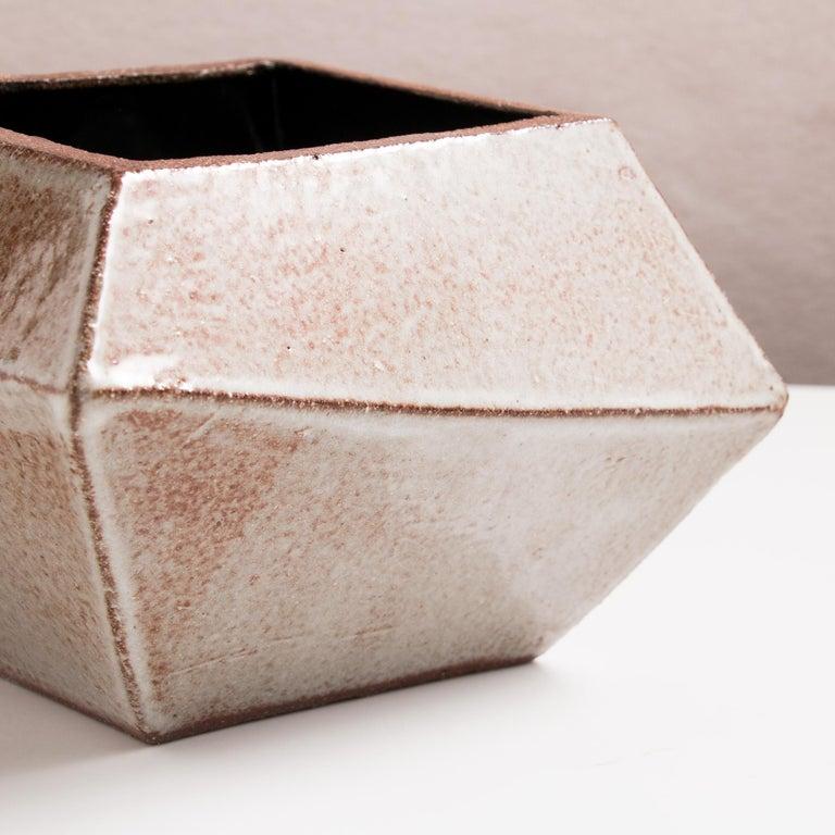 Facettiertes glänzendes graues, rostfarbenes und schwarzes modernes geometrisches Keramikgefäß 5
