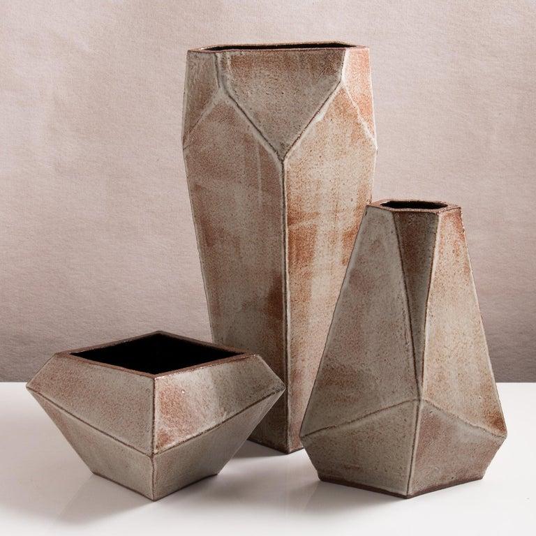 Facettiertes glänzendes graues, rostfarbenes und schwarzes modernes geometrisches Keramikgefäß 6