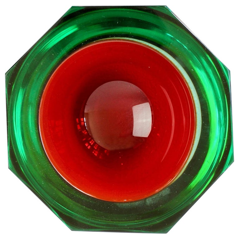 Faceted Large Red and Green Murano Sommerso Diamond Cut Glass Centrepiece Bowl For Sale