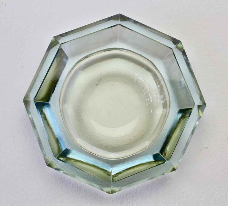 Faceted Murano Sommerso Diamond Cut Glass Bowl Attributed to Mandruzzato For Sale 3
