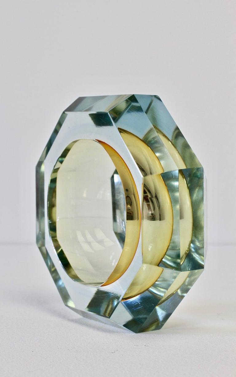 Faceted Murano Sommerso Diamond Cut Glass Bowl Attributed to Mandruzzato For Sale 4