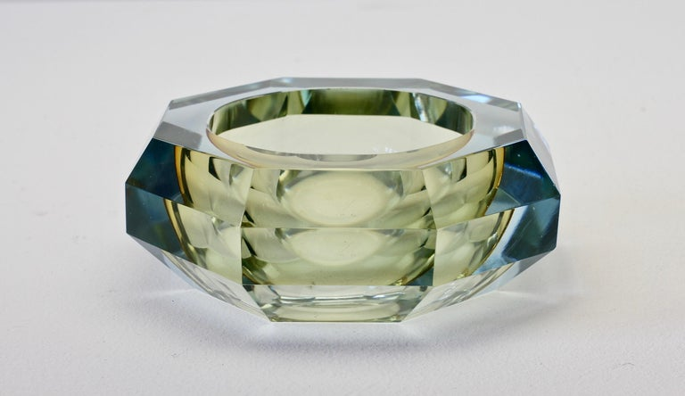 Mid-Century Modern Faceted Murano Sommerso Diamond Cut Glass Bowl Attributed to Mandruzzato For Sale
