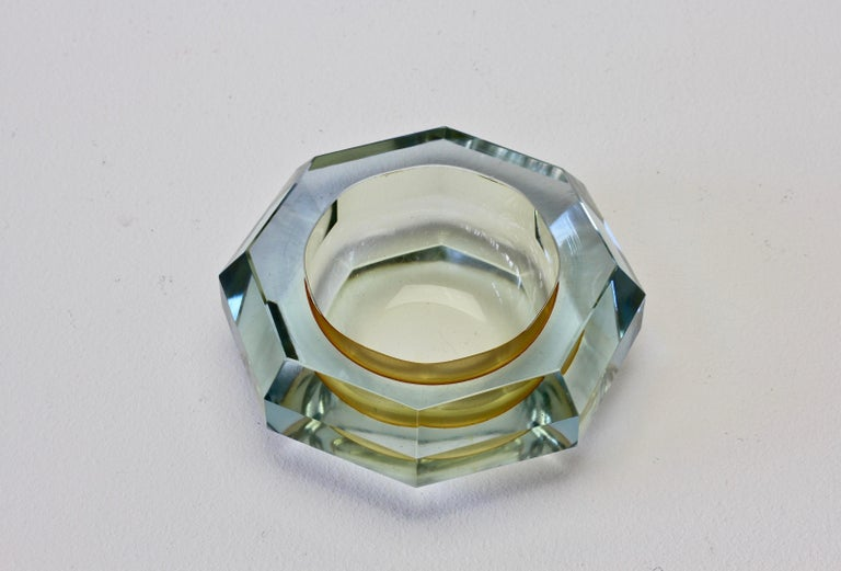 Late 20th Century Faceted Murano Sommerso Diamond Cut Glass Bowl Attributed to Mandruzzato For Sale