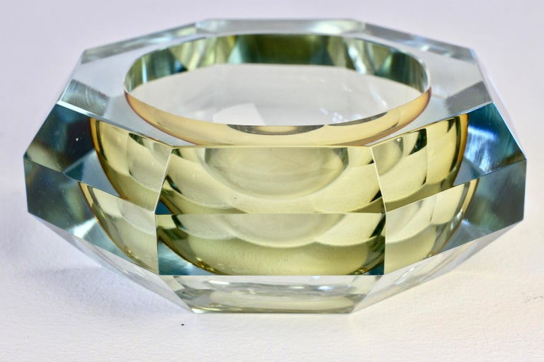 Faceted Murano Sommerso Diamond Cut Glass Bowl Attributed to Mandruzzato For Sale 1