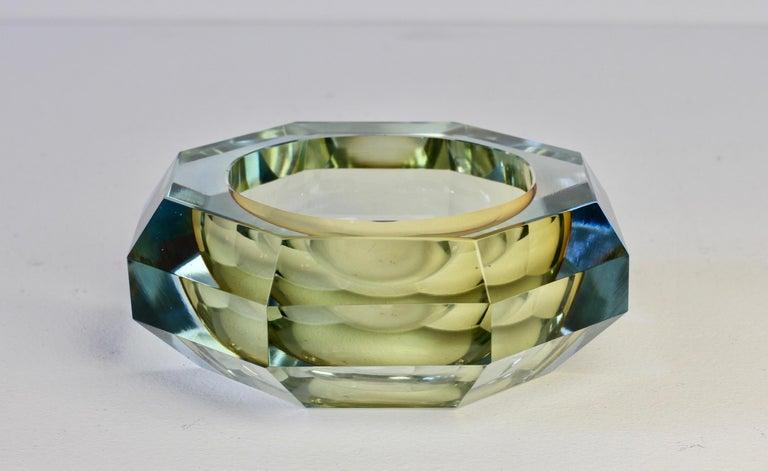 Faceted Murano Sommerso Diamond Cut Glass Bowl Attributed to Mandruzzato For Sale 2