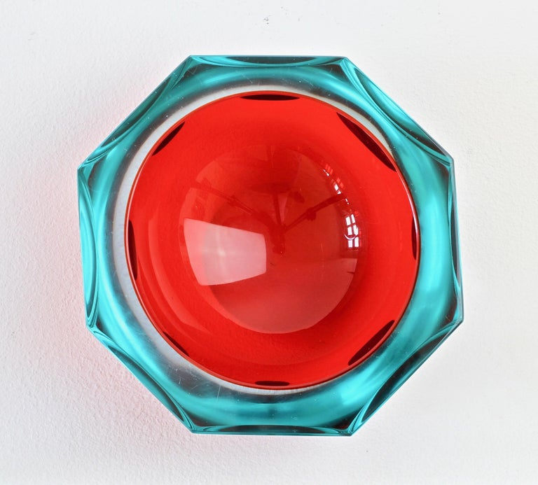 Large vintage Italian midcentury Murano faceted art glass bowl attributed to Mandruzzato, circa 1970s. The combination of ruby red and blue tinted or clear 'Sommerso' cut-glass looks simply stunning.  The early work of Mandruzzato is quite hard to