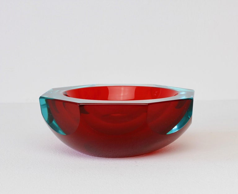 20th Century Faceted Red Murano Sommerso Diamond Cut Glass Bowl Attributed to Mandruzzato For Sale