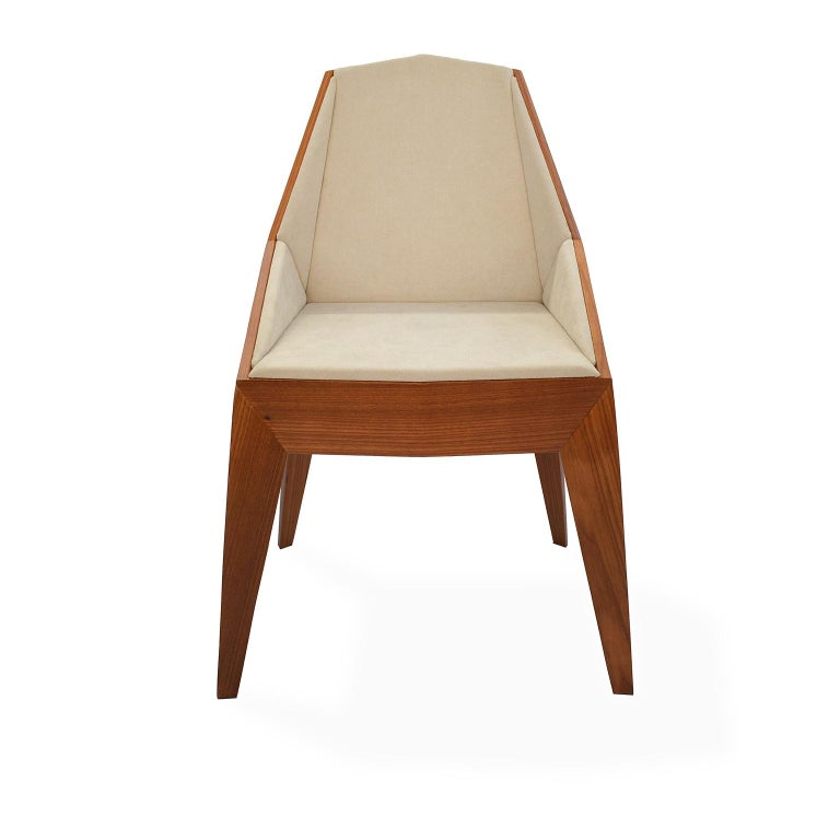 The contemporary Triarm chair has its entire shape based on triangles and facets, all with straight lines. It is made entirely of plywood coated with Freijó veneer and finished with PU wood varnish.  The seat and backrest receives a thin layer of