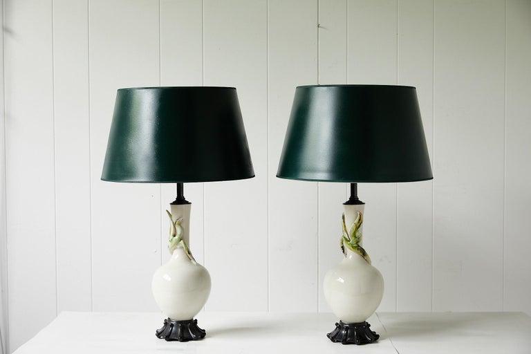 Facing Pair of Art Deco Ceramic Lamps with Birds In Good Condition In Atlanta, GA