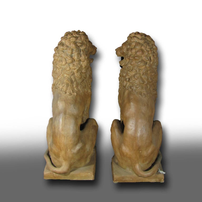 Italian Facing Pair of Early 19th Century Tuscan Terracotta Lion Sculptures For Sale