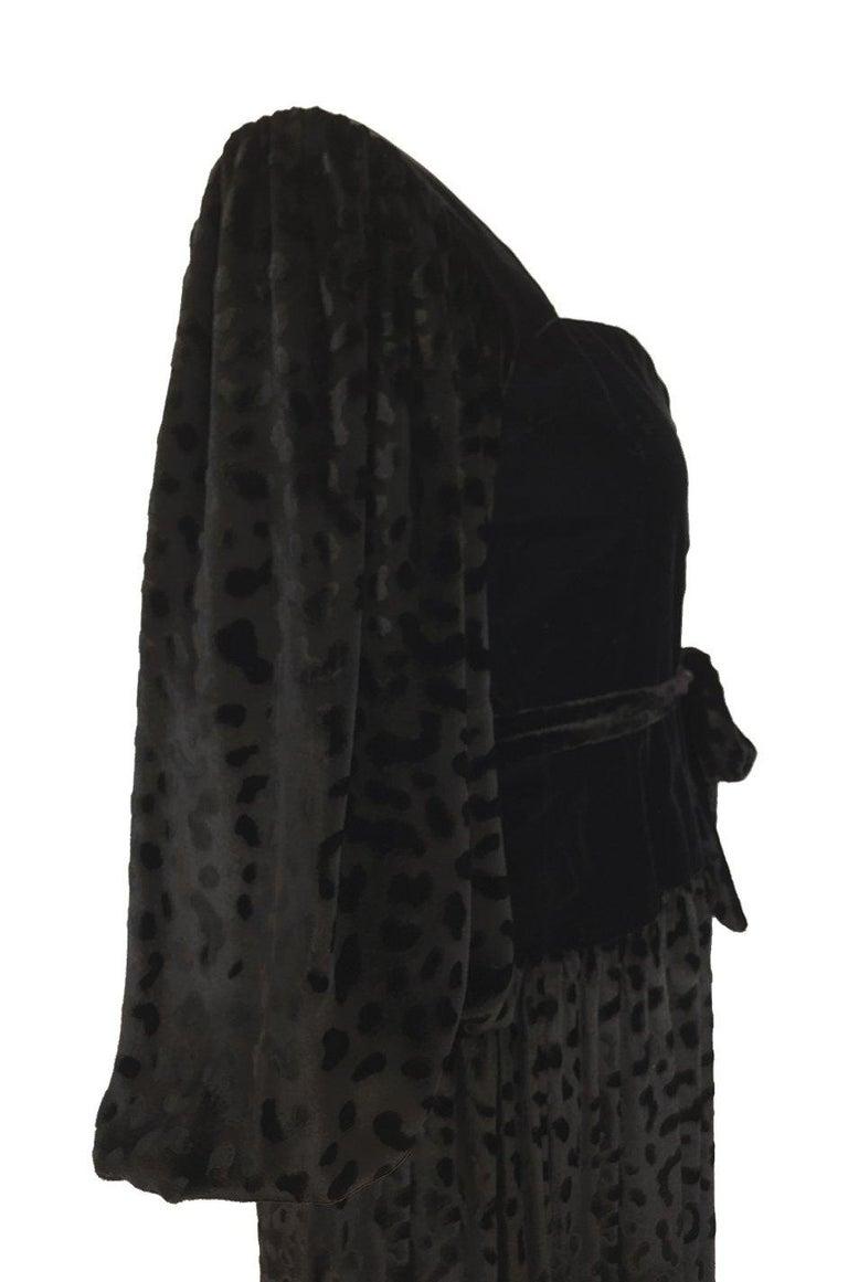 Fall 1986 Yves Saint Laurent Leopard Print Velvet Sweetheart Neckline Dress For Sale 5