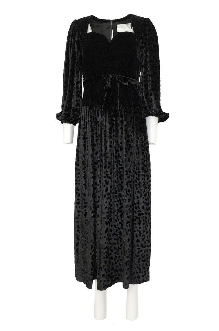 Fall 1986 Yves Saint Laurent Leopard Print Velvet Sweetheart Neckline Dress For Sale 6