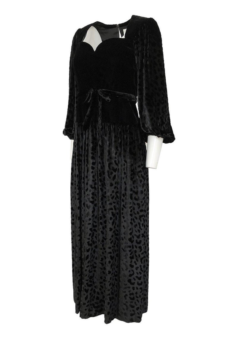 Fall 1986 Yves Saint Laurent Leopard Print Velvet Sweetheart Neckline Dress In Excellent Condition For Sale In Rockwood, ON